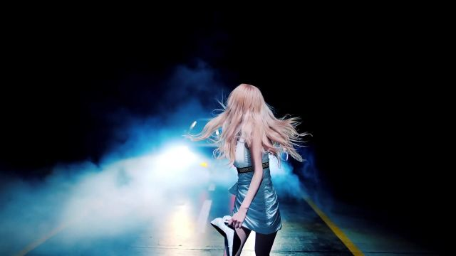The white dress Versace outfit worn by Rosé in the clip BKill This Love of BlackPink - Youtube Outfits and Products