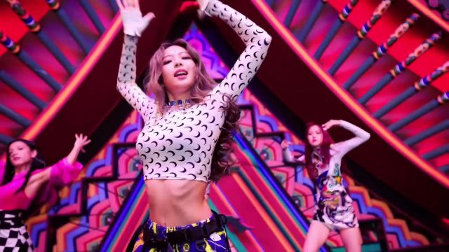 """The white top pattern """"moon"""" Jennie Kim in BLACKPINK - '뚜두뚜두 (DDU DU DDU-DU)' M/V - Youtube Outfits and Products"""