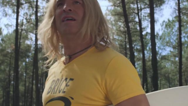 The yellow t-shirt de Brice de Agostini (Jean Dujardin) in the clip For a friend of Bigflo & Oli (B. O. Brice de Nice 3) - Youtube Outfits and Products