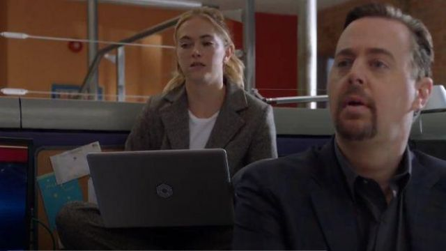Theory Grey Felt Blazer outfit worn by Ellie Bishop (Emily Wickersham) NCIS Season 17 Episode 06 - TV Show Outfits and Products