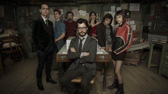 Fashion Trends 2021: Tie of Berlin (Pedro Alonso) seen in the photo's marketing of The casa de papel