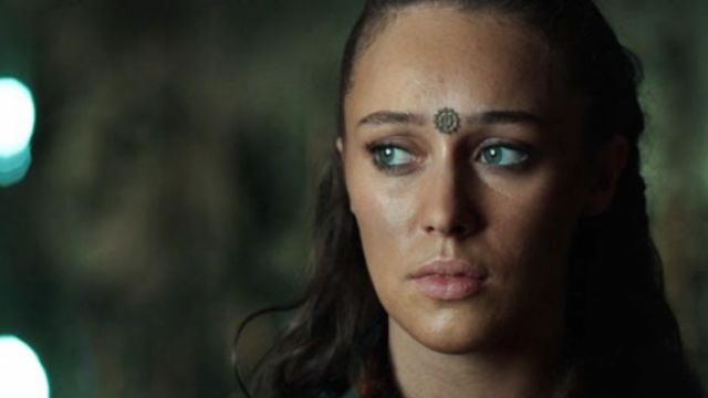 Fashion Trends 2021: Toothed wheel of Lexa (alycia debnam-carey) seen in The 100