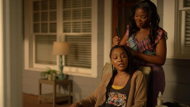 Top tank top black tiger head by Chaser outfit worn by Jennifer Pierce (China Anne McClain) seen in Black Lightning Season 2 Episode 1