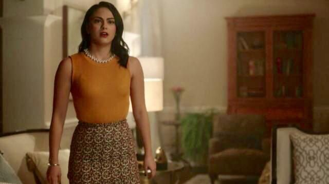 Fashion Trends 2021: Top without the handle mustard Veronica Lodge (Camilla Mendes) seen in Riverdale Season 1E10