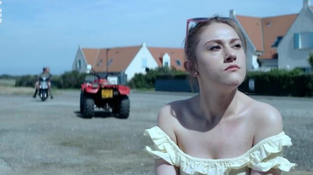 Top yellow Jenny (Alexia Depret) seen in CoinCoin and the Z inhuman - TV Show Outfits and Products
