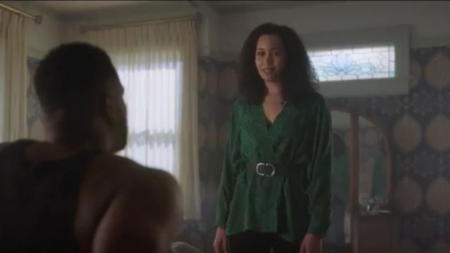 Topshop Pony Buckle Belt outfit worn by Macy Vaughn (Madeleine Mantock) in Charmed (S01E22) - TV Show Outfits and Products
