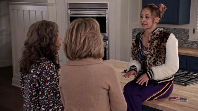 Fashion Trends 2021: Twelve Jewels Endurance Purple Trackpants outfit seen on Kareena G (Nicole Richie) in Grace and Frankie S05E02