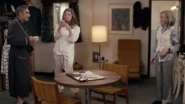 Fashion Trends 2021: UGG Slippers Boots outfit seen on Alexis Rose (Annie Murphy) in Schitt's Creek S05E03