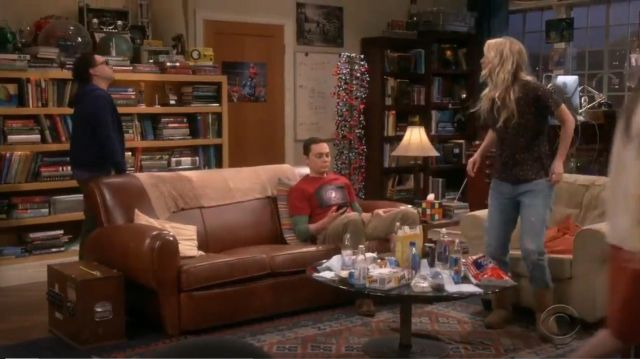 Ugg Classic II Short Boot outfit worn by Penny (Kaley Cuoco) in The Big Bang Theory (S12E23) - TV Show Outfits and Products