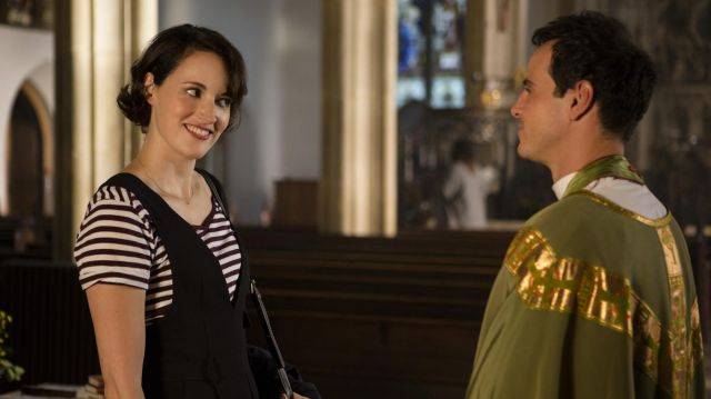 V-neck jumpsuit outfit worn by Fleabag (Phoebe Waller-Bridge) in Fleabag (S02E02) - TV Show Outfits and Products