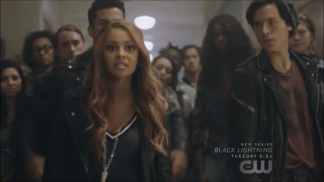 V neck sweater old-school Toni Topaz (Vanessa Morgan) seen in Riverdale Season 2E10 - TV Show Outfits and Products