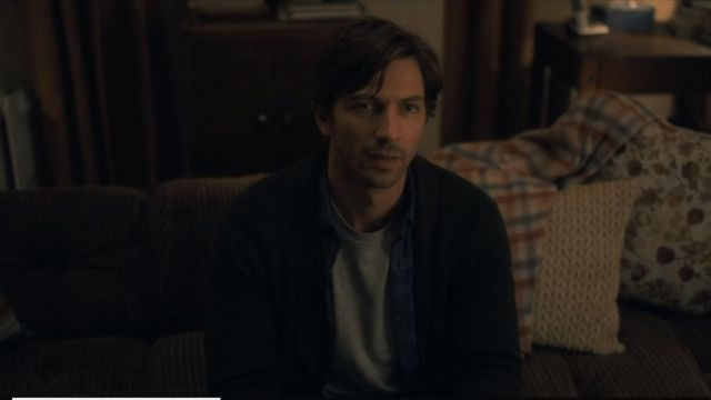 Vest Steven Crain (Michiel Huisman) seen in The Haunting of Hill House Season 1 Episode 1 - TV Show Outfits and Products