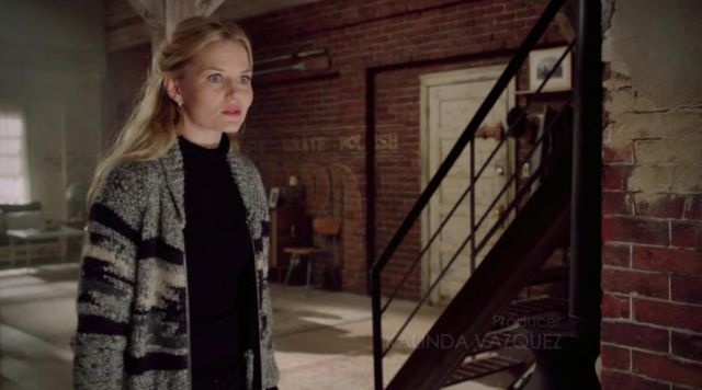 Fashion Trends 2021: Vest grey of Emma Swan (Jennifer Morrisson) seen in Once upon a time Season 2E10