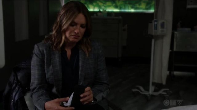 Vince Half Placket Silk Blouse outfit worn by Olivia Benson (Mariska Hargitay) in Law & Order: Special Victims Unit (S20E22) - TV Show Outfits and Products