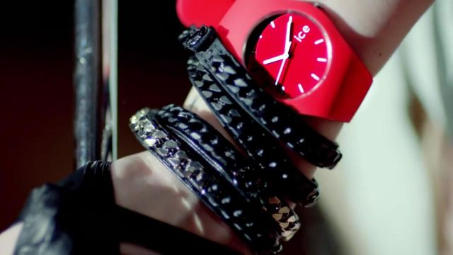 Watch Ice watch of Avril Lavigne in the clip Here's to never growing up - Youtube Outfits and Products