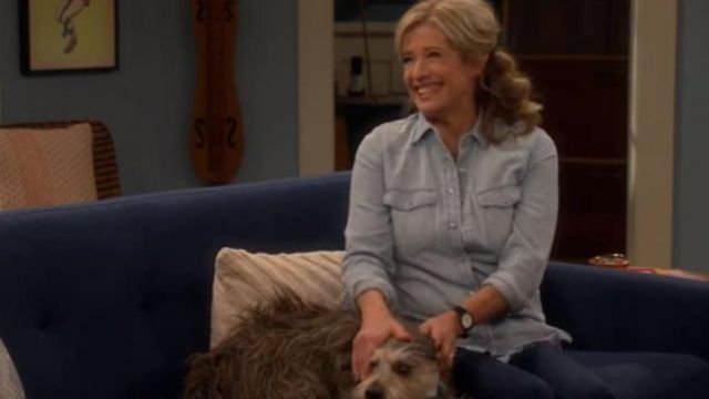 Western shirt in light wash outfit seen on Vanessa Baxter (Nancy Travis) in Last Man Standing (S07E08)