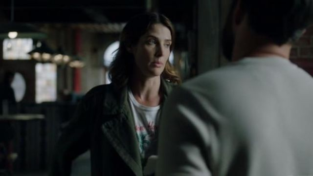 White Aloha Graphic Tee outfit worn by Dex Parios (Cobie Smulders) in Stumptown Season 1 Episode 3 - TV Show Outfits and Products