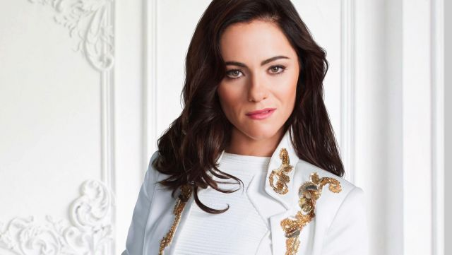 Fashion Trends 2021: White top of the princess Eleanor Henstridge (Alexandra Park) on the picture promo of season 3 of The Royals