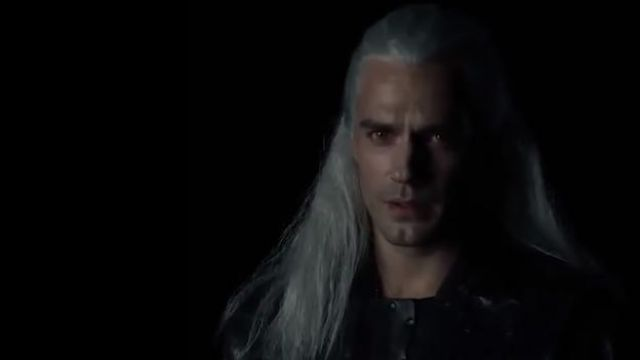 Wig white of Geralt of Shore (Henry Cavill) seen in The Witcher - TV Show Outfits and Products