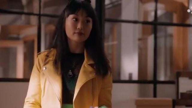 Fashion Trends 2021: Yellow Jacket outfit seen on Monica (Alice Lee) in Take Two (S01E03)