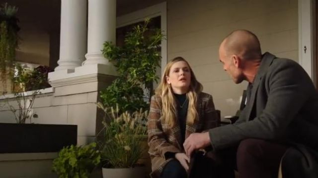 Zara Checkered Coat outfit worn by Cassie Bishop (Harriet Dyer) in The InBetween (S01E01) - TV Show Outfits and Products