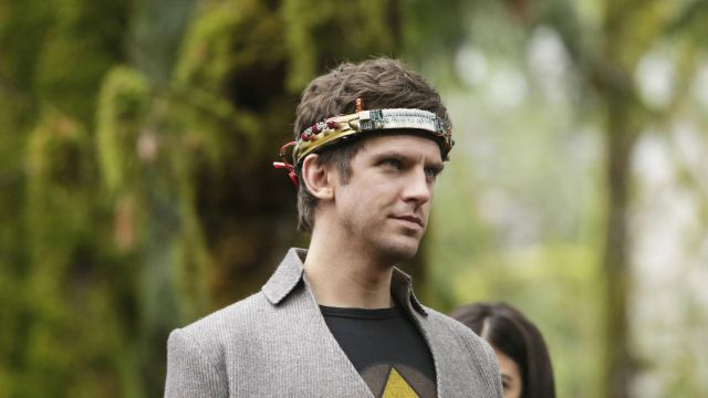 grey Jacket outfit worn by David Haller (Dan Stevens) as seen in Legion S01E08 - TV Show Outfits and Products