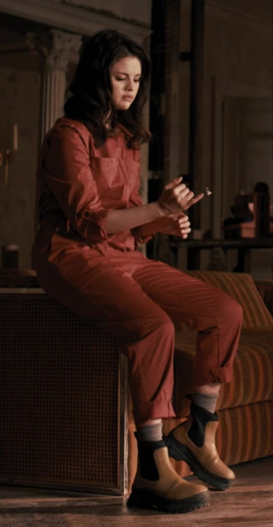 Fashion Trends 2021: Women's Leather Boots of Selena Gomez as Mabel in Only Murders in the Building