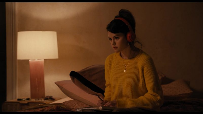 Fashion Trends 2021: Casual Yellow Knitted Sweater Worn by Selena Gomez as Mabel in Only Murders in the Building